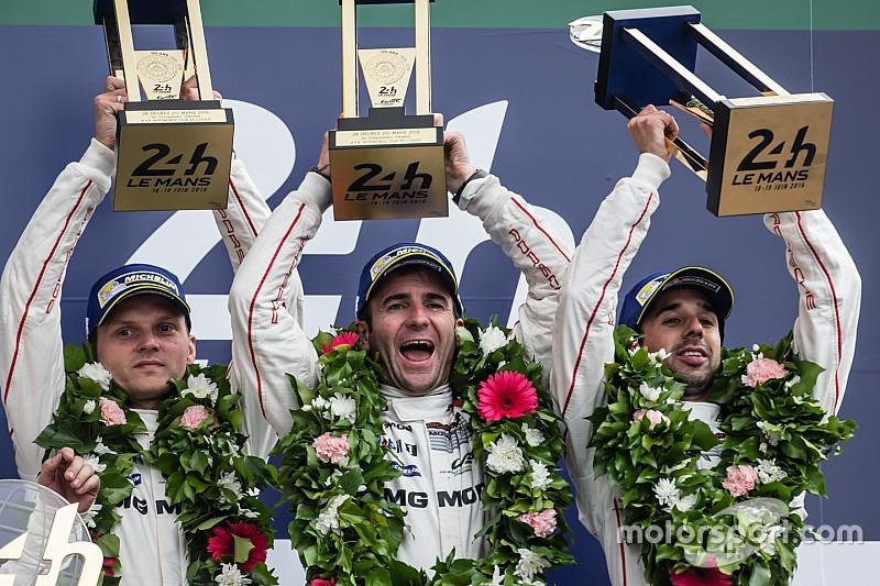 Bizarre finish 24 uur van Le Mans: Toyota schenkt zege op valreep aan Porsche