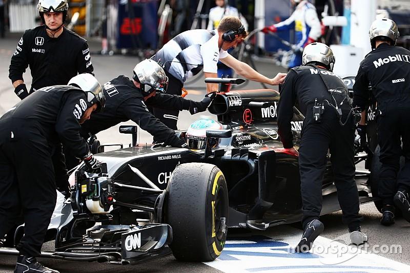 """Alonso: """"Radioverbod is onzin, auto's zijn net ruimteschepen"""""""