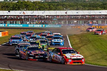 Supercars in Darwin: Schwerer Unfall überschattet Siege von Nissan und Holden