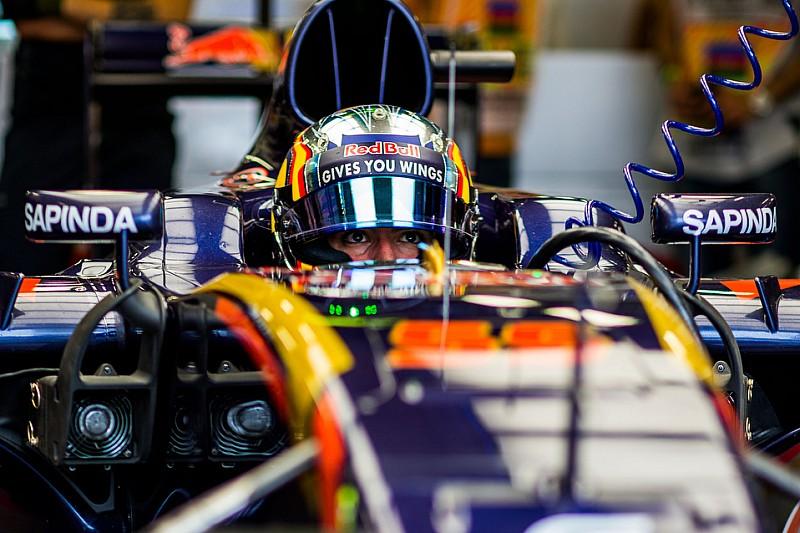 """Сайнс """"не следит"""" за результатами Ферстаппена в Red Bull"""