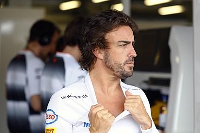 """Boullier: """"Normale che Alonso non sia felice, ma rimarrà con noi"""""""