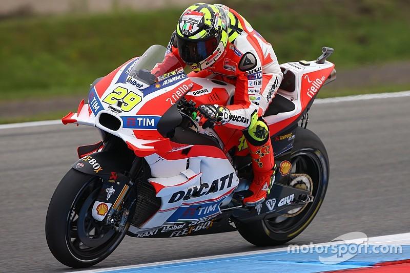 Tweede training Dutch TT: Iannone nipt voor Rossi