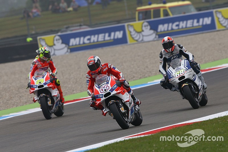 Dovizioso topt derde TT-training vol crashes