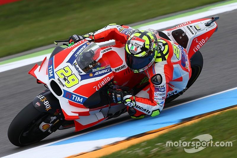 """Assen, Warm-Up: doppietta Ducati, Marquez prova il """"taglio"""""""