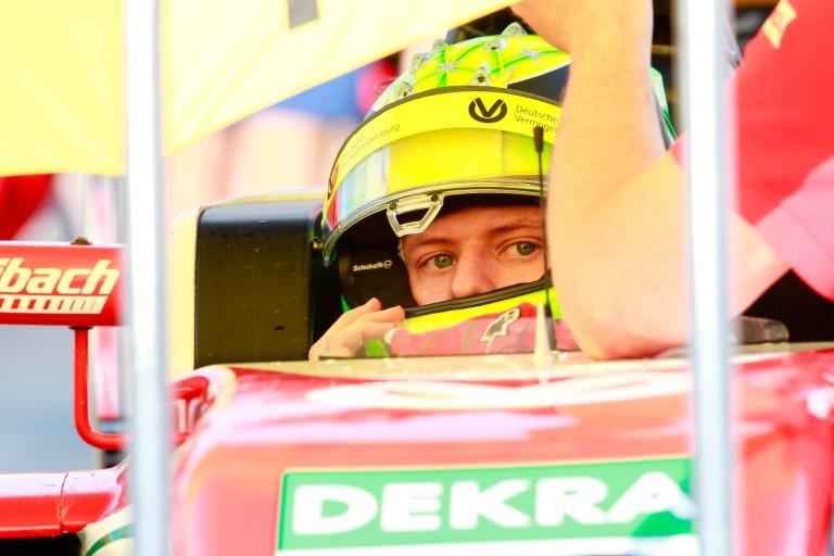 Mick Schumacher újabb parádés teljesítménye az F4-ben: rajtelsőség Oscherslebenben