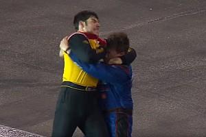 NASCAR BRÉKING Brutálisan nevetséges verekedés a NASCAR-ban: odavágták egymást