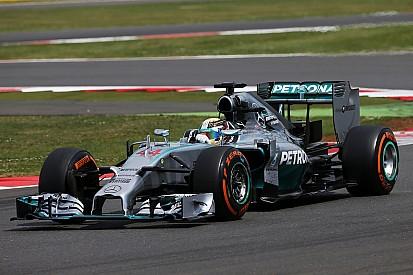 La Mercedes 2014 en piste lors des essais de Silverstone
