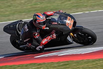 Lowes direct op snelheid tijdens Aprilia MotoGP-test