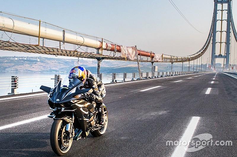 Video: récord a 400 km/h en moto