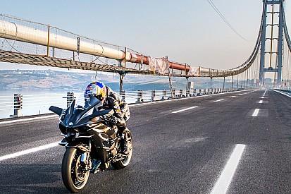 Sofuoglu doorbreekt grens van 400 km/h op productiemotor