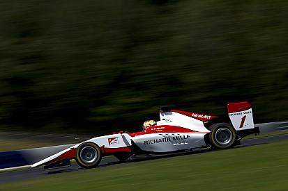 Леклер стал быстрейшим в тренировке GP3