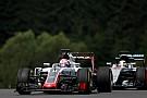 """Grosjean stoort zich aan Hamilton: """"Het had een zware crash kunnen zijn"""""""