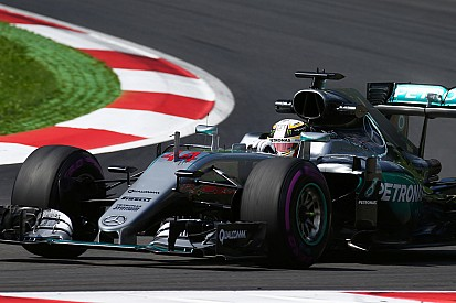 Hamilton craint la stratégie pneumatique des Ferrari