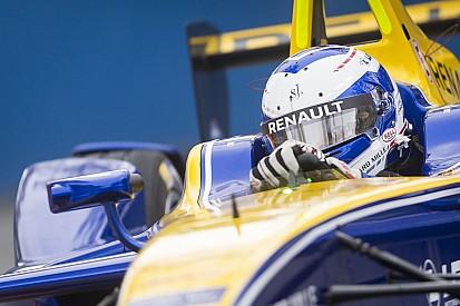 Prost gana una vibrante penúltima carrera con el título en el aire
