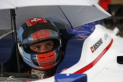GP3: Boschung wint regenrace achter Safety Car, P4 De Vries