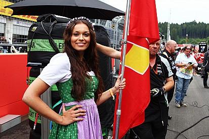 Fotogallery: le grid girl in abito tradizionale del GP d'Austria