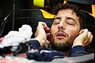 Ricciardo frustrado al ser superado por Verstappen