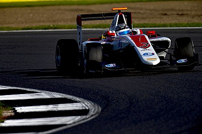 Alexander Albon si impone su Leclerc in Gara 1 a Silverstone