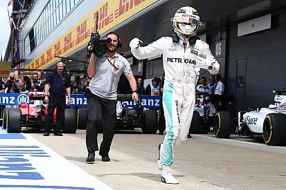 Course - Hamilton dans son jardin à Silverstone!