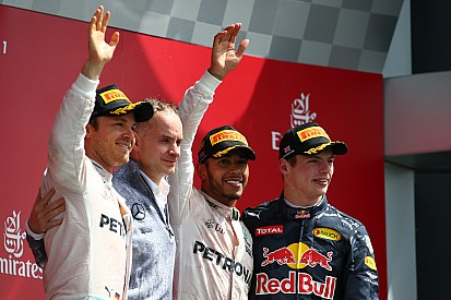 Verstappen in Engeland opnieuw op het podium, overwinning Hamilton