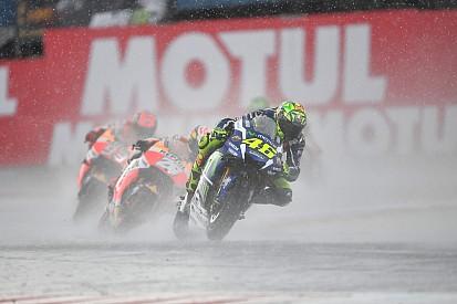 Rossi diz que Michelin está atrasada com pneus de chuva