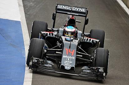 Alonso naar snelste tijd tijdens ochtendsessie eerste testdag