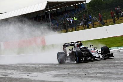 La pluie laisse Alonso en tête des essais à Silverstone
