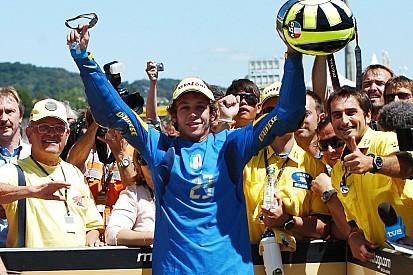 10 anos: lembre dia que Rossi homenageou 'Azzurra' no pódio