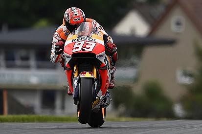 Marquez faz bonito e garante pole em Sachsenring; Rossi é 3°