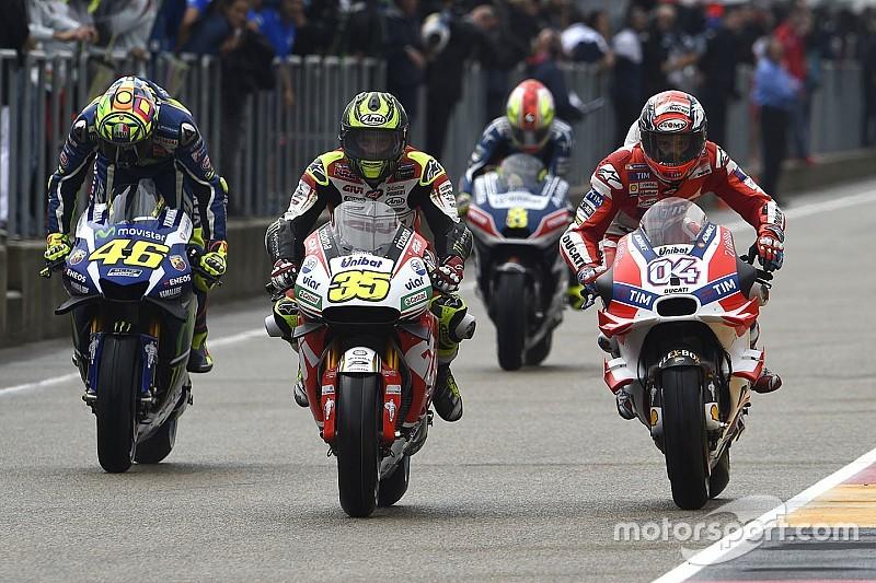 Rossi pide comunicación por radio en MotoGP, Márquez no