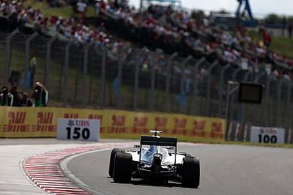 Un accidente puso fin a los segundos libres de Hamilton