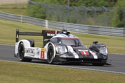 Porsche volvió a liderar en la segunda práctica