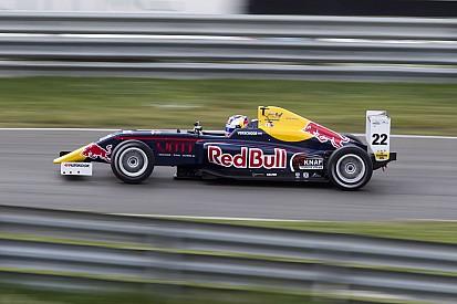 SMP F4 Moskou: Onverslaanbare Verschoor pakt ook pole race 3