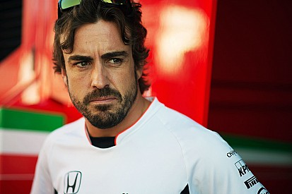 Gelangweilter Fernando Alonso hofft auf neue Regeln und schnelle Autos 2017