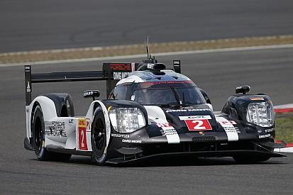 Nurburgring, 3°Ora: la neutralizzazione aiuta le Porsche