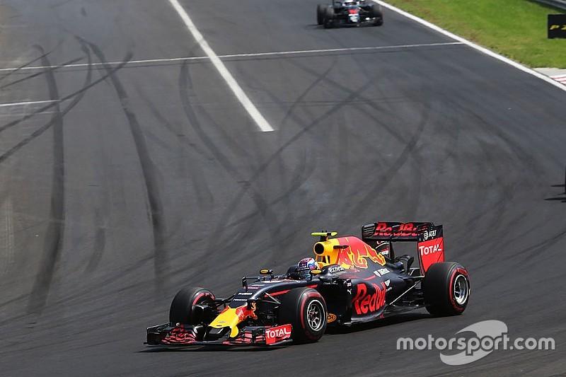 Verstappen défend comme un vieux briscard contre Räikkönen