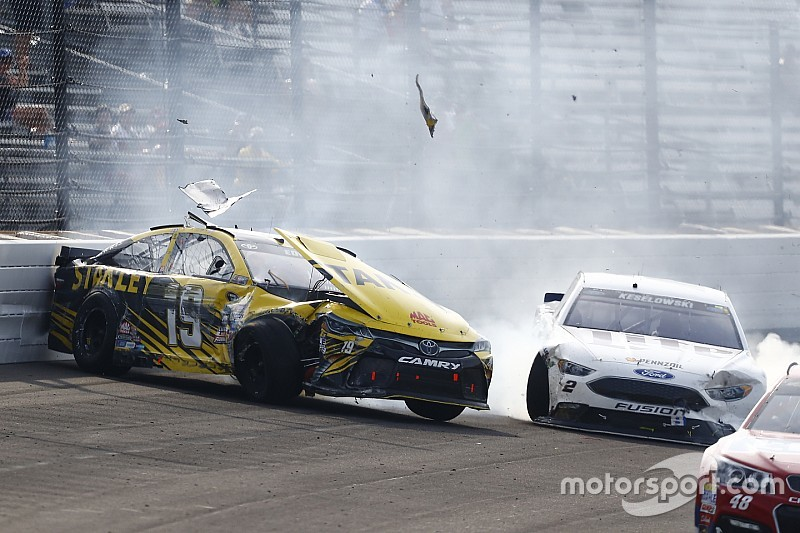 Video: Die Highlights des NASCAR-Rennens in Indianapolis
