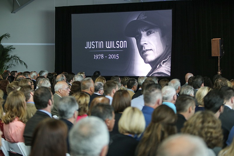 Snetterton nombra curva en honor a Justin Wilson