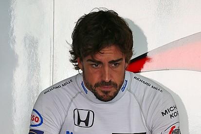 """Irritado, Alonso critica mudança nas regras: """"eu desisto"""""""