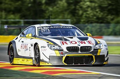 BMW pointe en tête à la tombée du jour