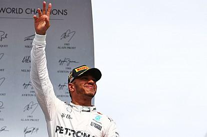 """Vi o copo meio cheio"", diz Hamilton após vitória importante"