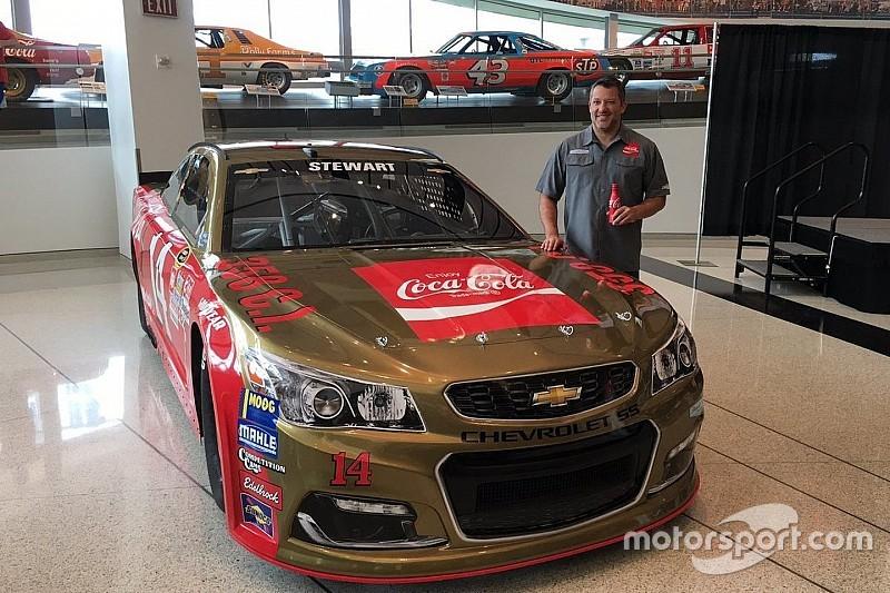 Stewart corre com pintura icônica de carro de Bobby Allison