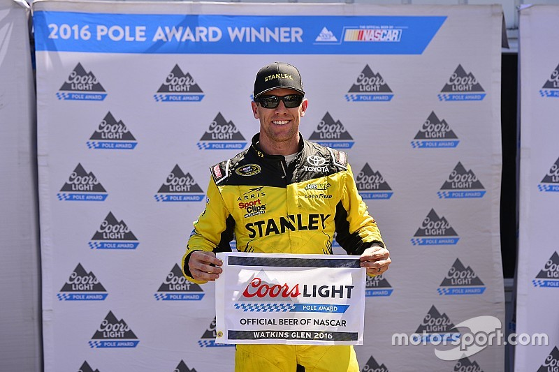 "Edwards é pole em Glen e ""varre"" quali da NASCAR no misto"