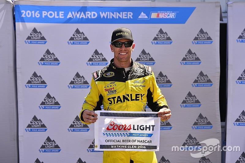 Carl Edwards si impone su Larson e centra la pole a Watkins Glen