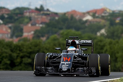 """Alonso: """"Aún espero mucho más de Honda"""""""