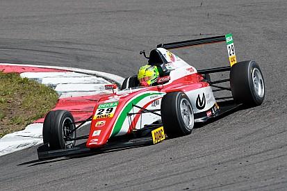 Com vitória e polêmica, Mick Schumacher luta por título