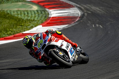 Ducati dispara sus opciones con Iannone y Dovizioso destacados