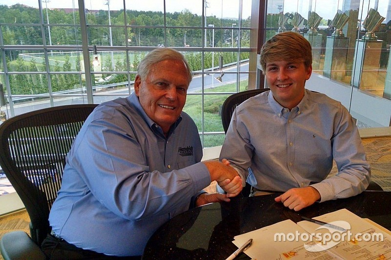 Promessa da NASCAR, Byron assina com Hendrick para 2017