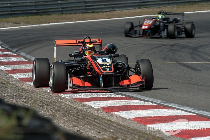 Masters F3: Ilott conquista la pole per la Qualifying race