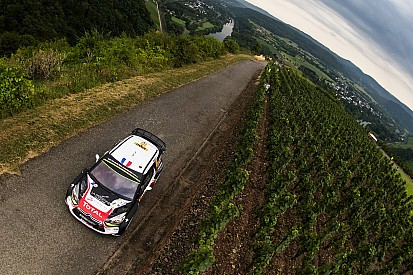 WRCドイツ、シトロエンがフロントを全損する大クラッシュでコ・ドラが骨折